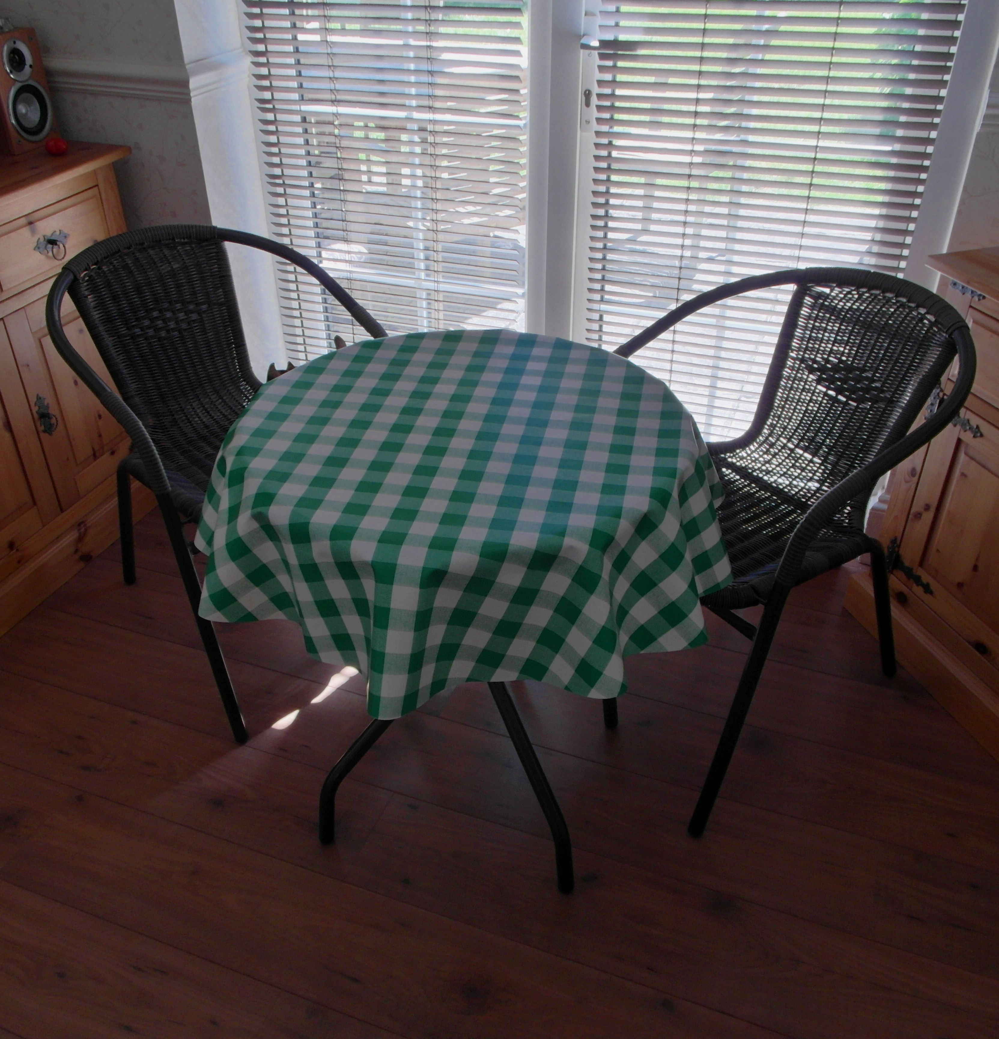 Round Wipe Clean Tablecloth Green Gingham The