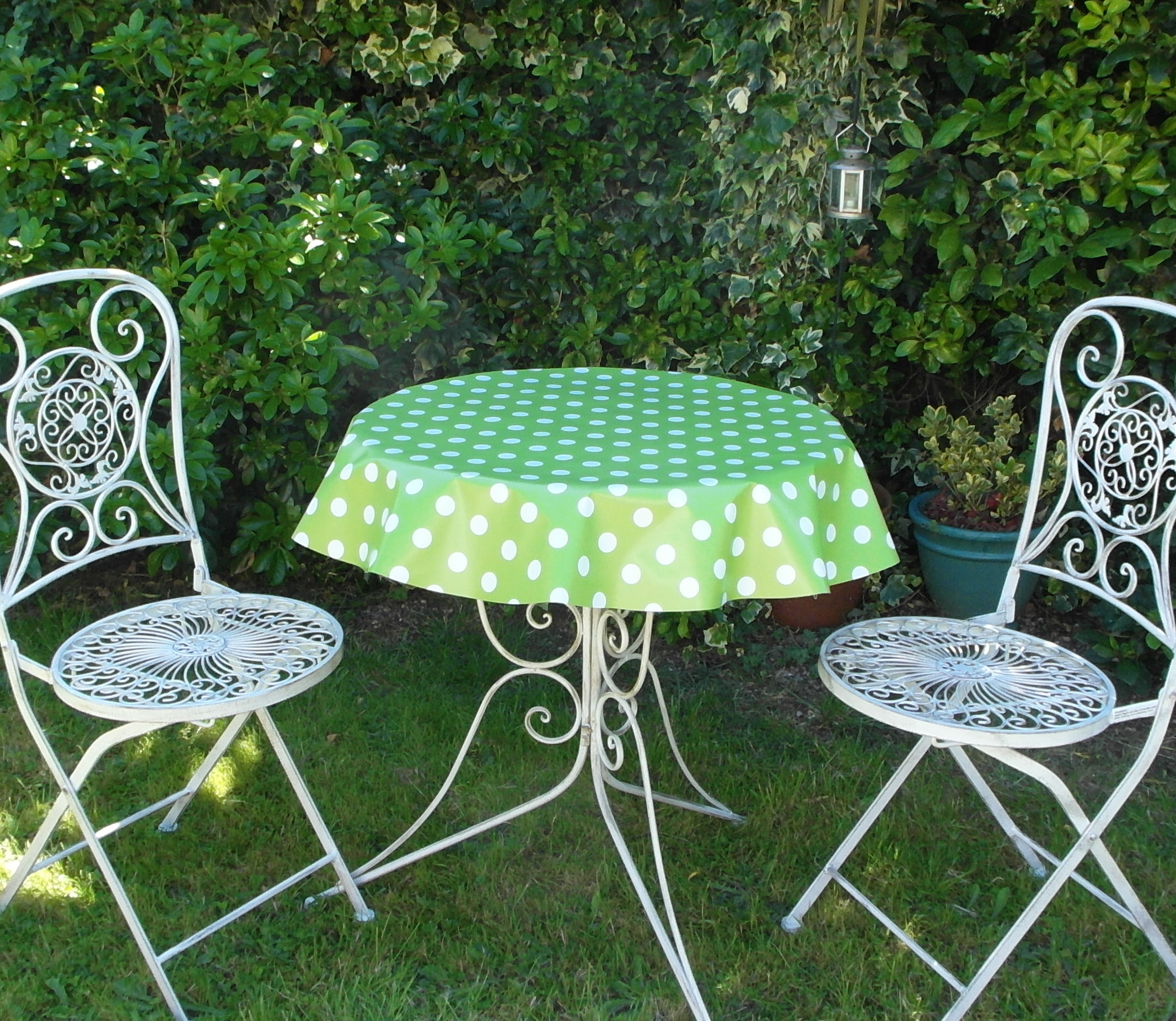 Round Wipe Clean Tablecloth Lime Polka Dot The