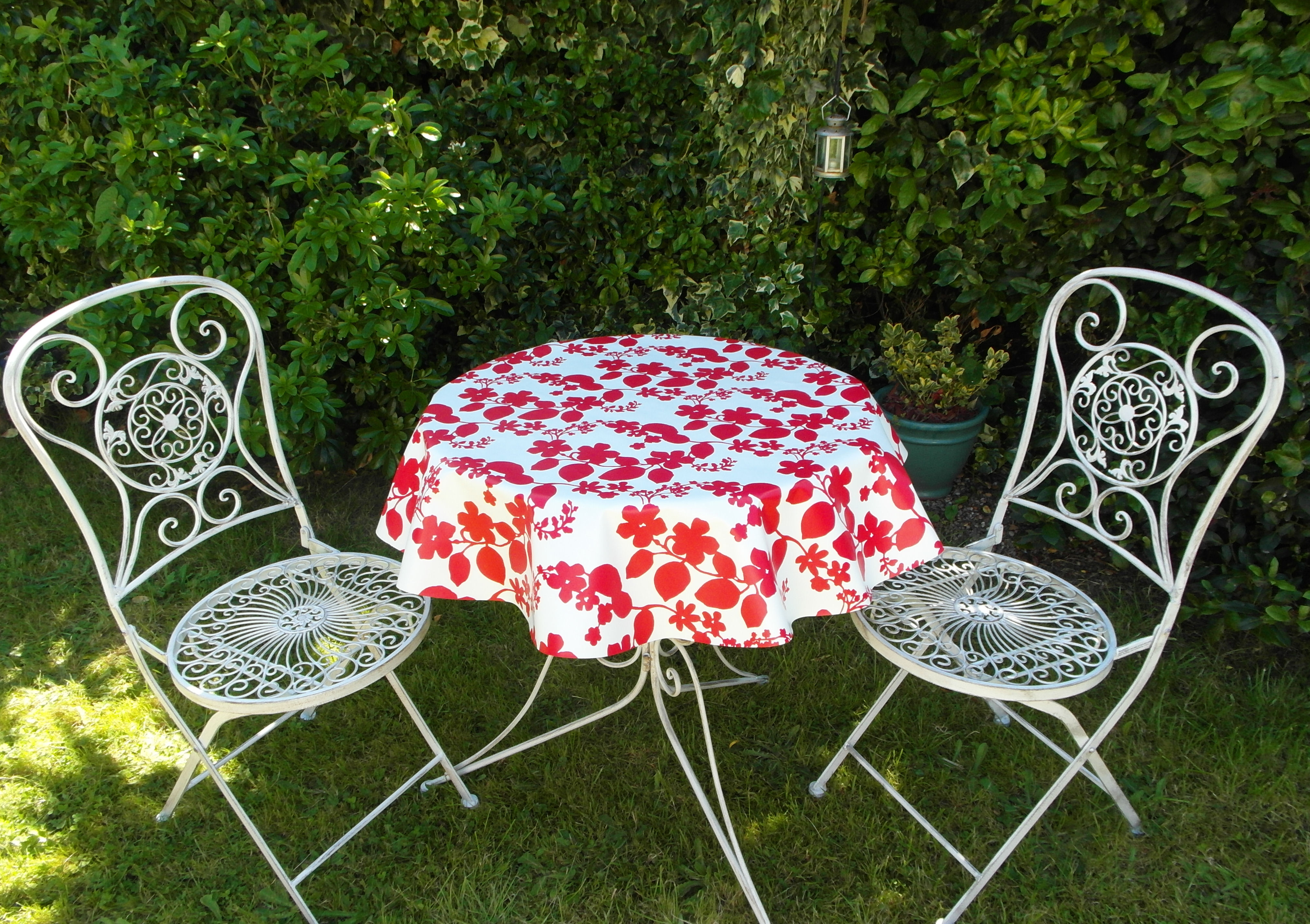 Round Wipe Clean Tablecloth Red Flower The Tablecloth