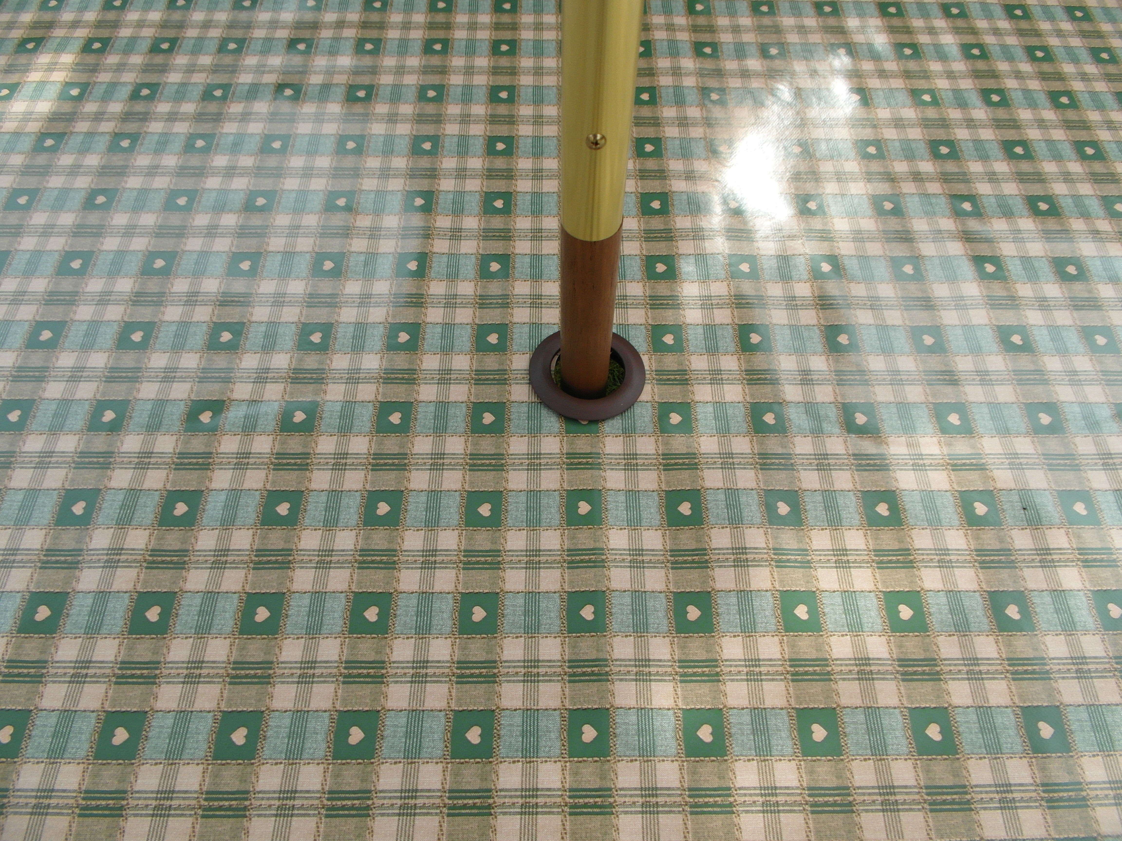 Round Wipe Clean Tablecloth With Parasol Hole Green