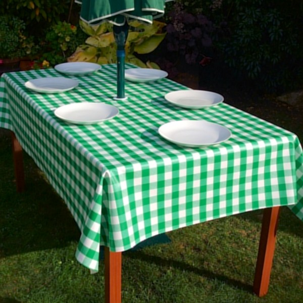 GREEN GINGHAM RECTANGLE WITH PARASOL HOLE
