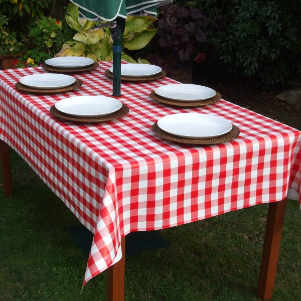 RED GINGHAM RECTANGLE WITH PARASOL HOLE