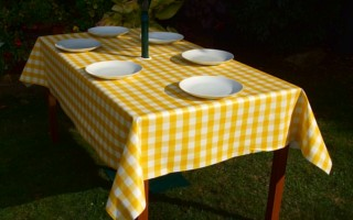 YELLOW GINGHAM RECTANGLE WITH PARASOL HOLE
