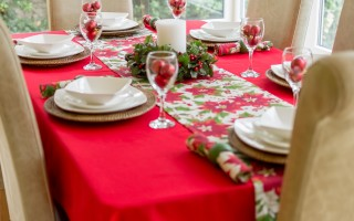COTTON COLLECTION RED RECTANGLE WITH POINSETTIA RUNNER