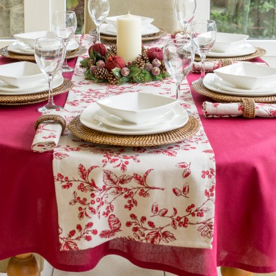 COTTON WINE OVAL WITH CHRISTMAS RED BERRY RUNNER