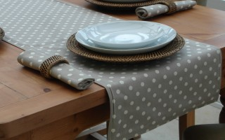 TAUPE POLKA DOT/TAUPE DOUBLE SIDED RUNNER