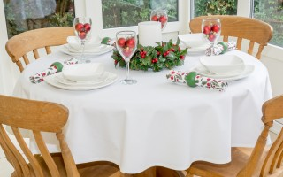 WHITE COTTON ROUND WITH CHRISTMAS HOLLY NAPKINS