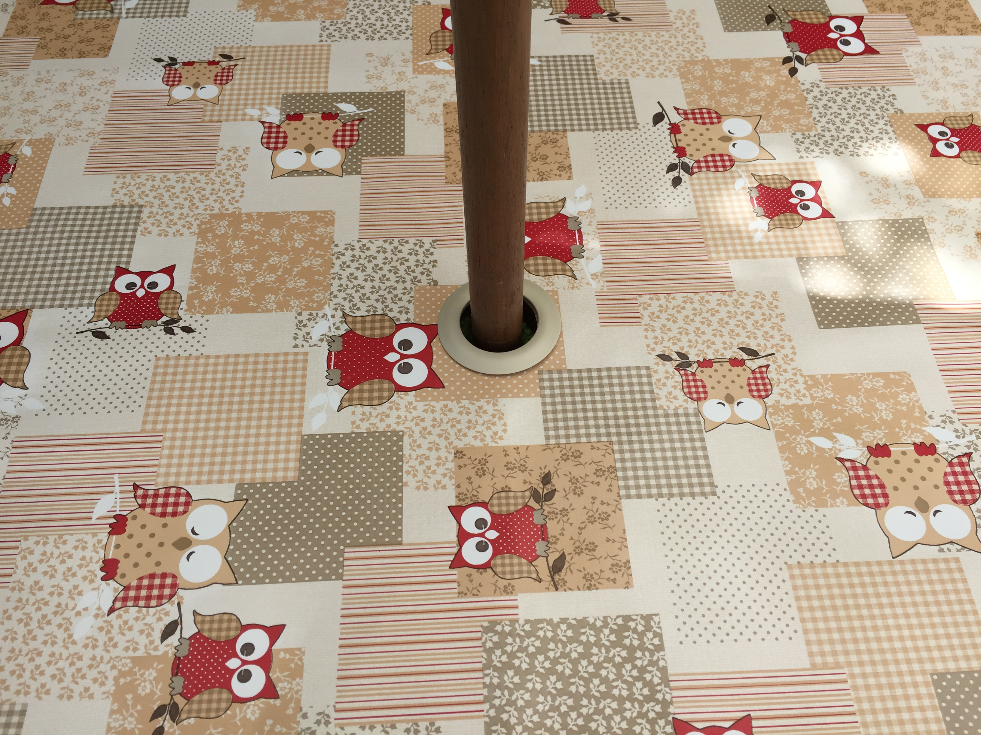 Round Wipe Clean Tablecloth With Parasol Hole Red Owls