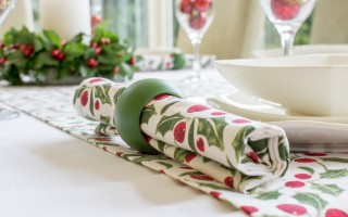 CHRISTMAS RED & GREEN HOLLY NAPKIN