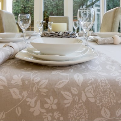 PARTRIDGE IN A PEAR TREE RUNNER ON COTTON CREAM TABLECLOTH