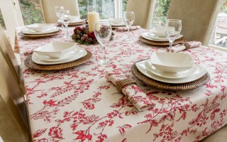 CHRISTMAS RED BERRY TABLECLOTH