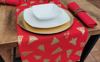 RED AND GOLD CHRISTMAS TREE TABLE RUNNER